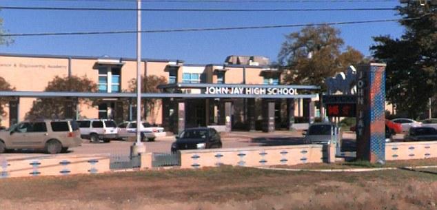 Szkoły w Teksasie karzą uczniów, którzy sprzeciwiają się noszeniu ze sobą kart z mikroczipami.