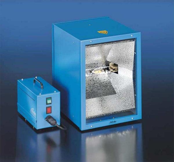 Zastosowanie klejów utwardzanych promieniowaniem UV.