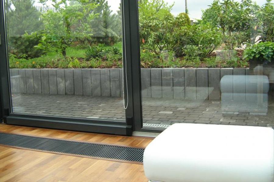 Wdrożenie grzejników kanałowych w istniejącym budynku.