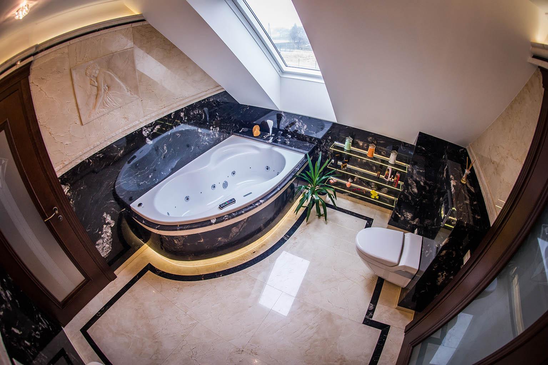 Wykonanie łazienki w marmurze.