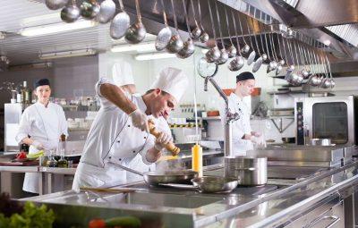 meble ze stali nierdzewnej dla gastronomii